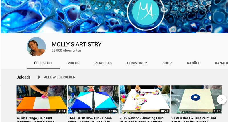 Namhafte Youtuber in der Pouring Szene Molly´s Artistry